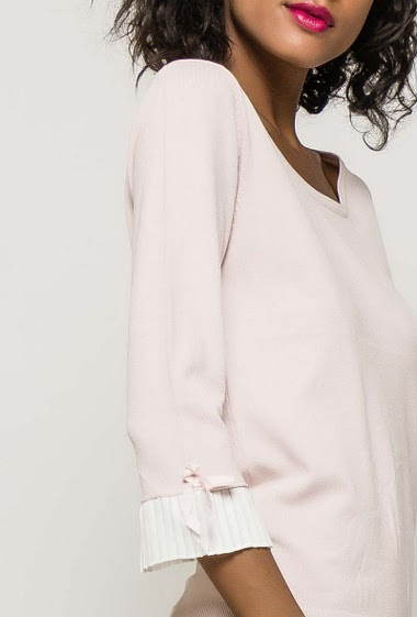 Soft sweater, open and cross back, pleated border. The model measures 177cm and wears S/M