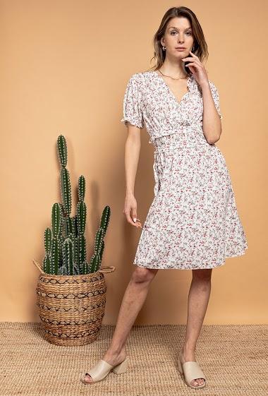 Robe à imprimé fleurs, manches courtes. La mannequin mesure 170cm