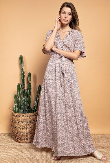 Robe cache-cœur à imprimé fleurs, manches courtes. La mannequin mesure 170cm
