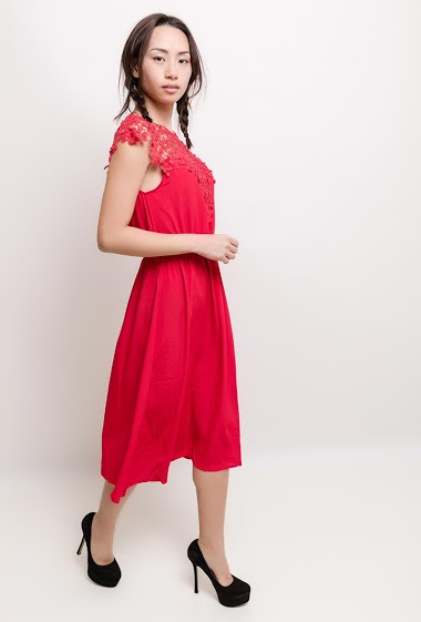 Midi dress with lace and pearls. The model measures 170cm and wears S/M  Length : 115cm