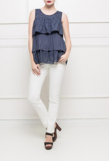 Sleeveless top with eyelet embroidery -TU corresponds to T38/40
