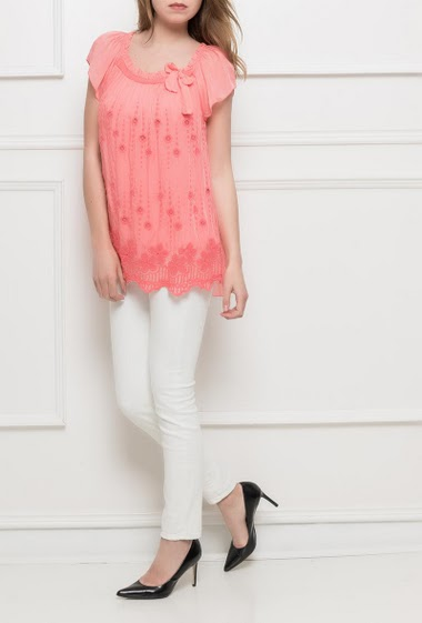 Top with short sleeves, embroidered flowers, collar decorated with a knot, soft and fluid fabric - TU corresponds to T38/40