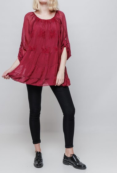 Blouse with embroideries, transparent long sleeves, off shoulder design or round collar, flared fit, silky and smooth touch. The model measures 178cm, one size corresponds to 38-42