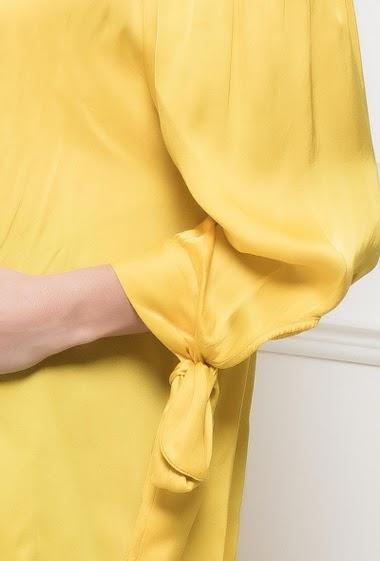 Top à épaules dénudées, manches 3/4 ornées d'un nœud, satin doux