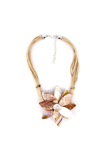 Short rope necklace with nacre flower