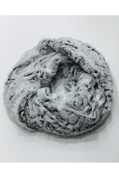 Tour de cou en fausse fourrure largeur: 35 cm Longeur: 40 cm Diametre: 30 cm 100%polyester Vendu par 10 couleurs assortis