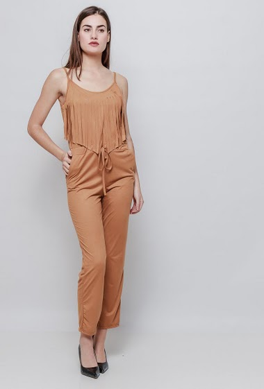 Suede jumpsuit with pockets and fringes. The model measures 177cm, one size corresponds to 38-40