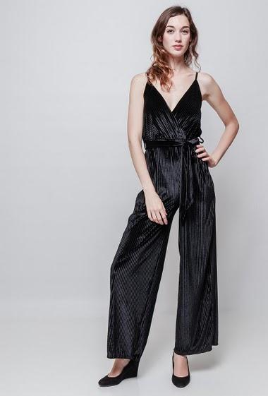 Combinaison en velours côtelé, bretelles réglables, ceinture, pantalon large. La mannequin mesure 177 cm, TU correspond à 38-40