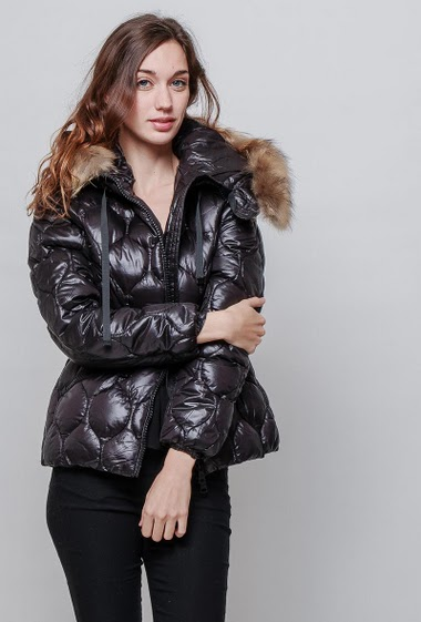 Padded jacket. The model measures 177cm, one size corresponds to 38-40