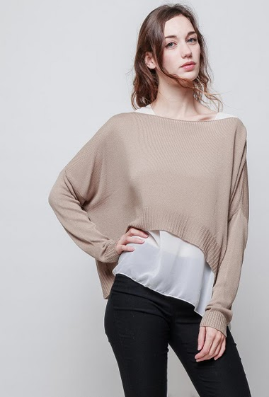 Fine sweater with light tank top, loose fit. The model measures 177 cm, one size corresponds to 38-42