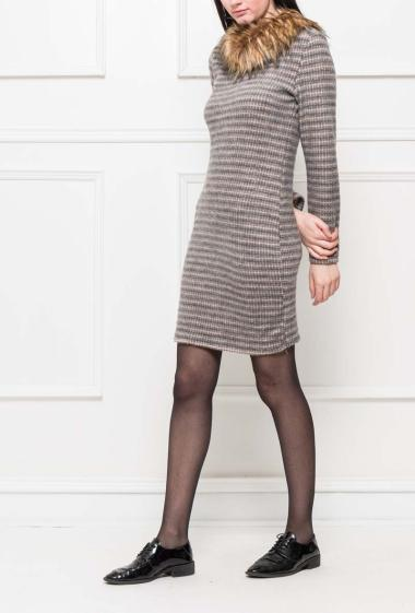 Dress with collar in fur, zipped back