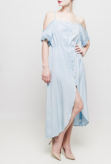 Long cold shoulder, adjustable straps, button placket, pearly buttons, short sleeves with lace, fluid fabric, smooth and soft fabric - TU corresponds to 38-40