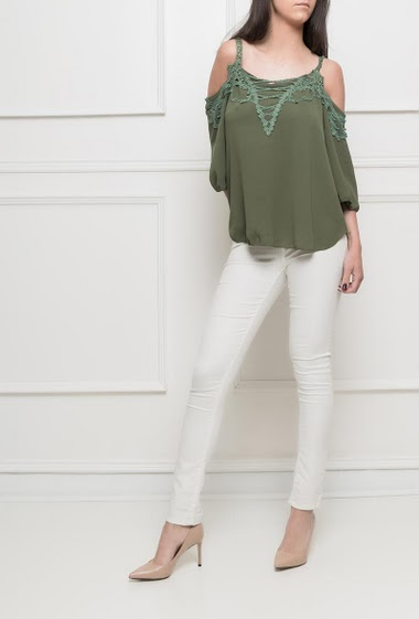 Crepe top, cold shoulder design, lace, fluid fabric - TU corresponds to 38/40