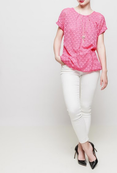 Short sleeves top in lace, necklace, round collar, lining - TU corresponds to 38-40