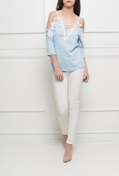 Cold shoulder t-shirt with lace, short sleeves, stretch and comfortable fabric - TU corresponds to 38/40