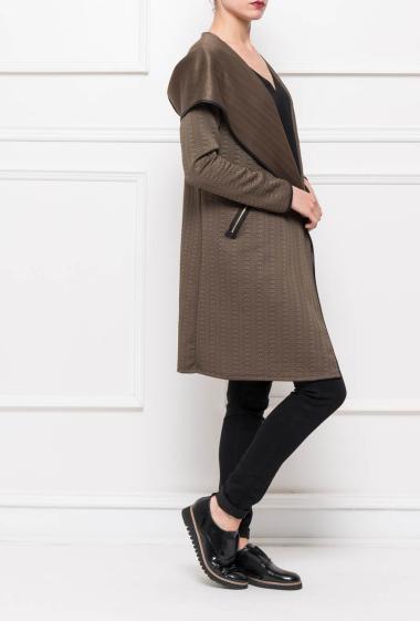 Veste texturée avec capuche, bordure en similicuir, empiècement sur les épaules en similicuir - Marque Italy Moda
