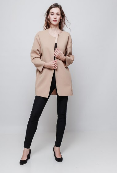 Collarless jacket, open front, pockets, stretch fabric, oversized fit. The model measures 177 cm, one size corresponds to 38-40