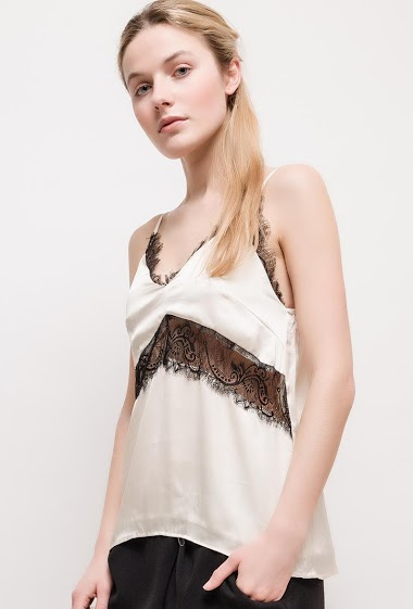 Bicolour tank top, refined lace, lining. The model measures 174cm and wears S. Length:60cm