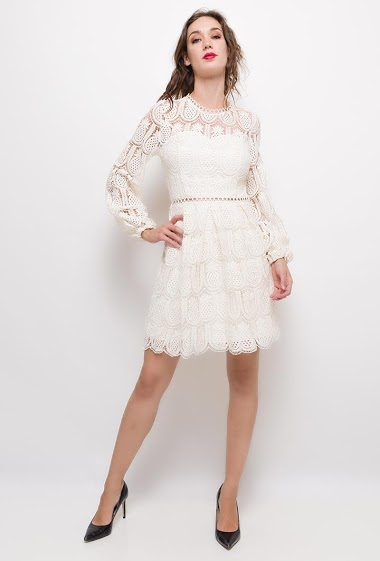 Lace dress,The model measures 177cm and wears S. Length:95cm
