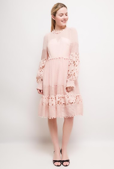 Skater dress, lace, tasssels, long sleeves. The model measures 174cm and wears S. Length:100cm
