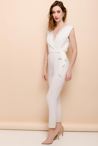 Wrap jumpsuit with lace. The model measures 177cm and wears S