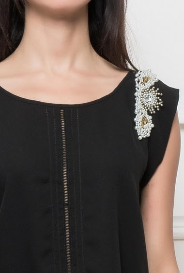Tank top with shoulders decorated with pearls, button keyhole back, fluid fabric, regular fit