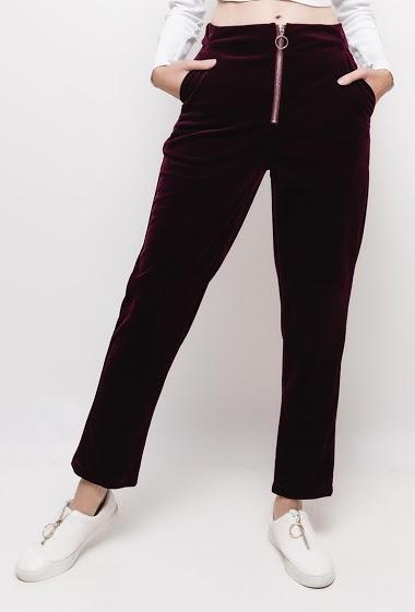 Pantalon en velours avec zip ,La mannequin mesure 178cm et porte du S
