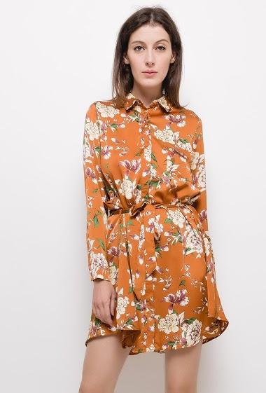 Robe chemise en satin avec imprimé fleuri,La mannequin mesure 178cm et porte du S
