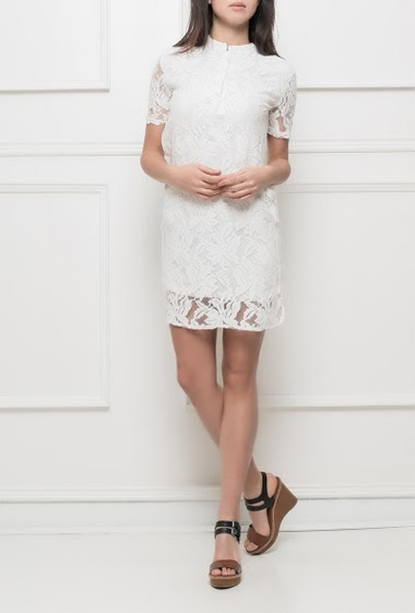 Short sleeves dress, crew neck, buttons, adjusted fit