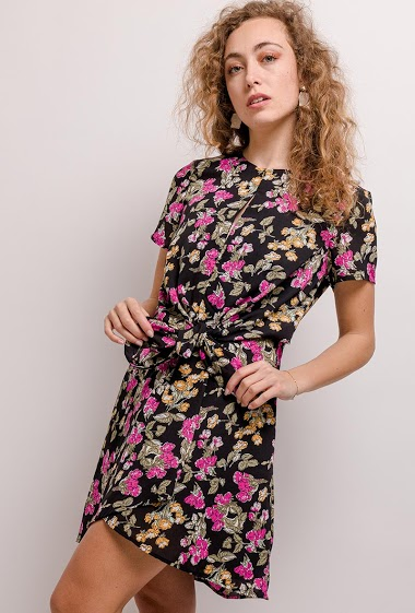 Dress with printed flowers. The model measures 171cm and wears S. Length:92cm
