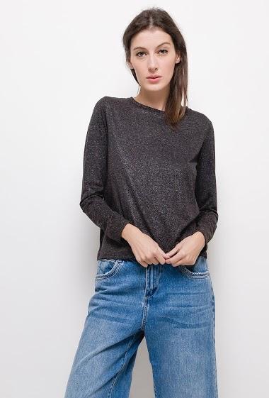 T-shirt brillant à manches longues,La mannequin mesure 178cm et porte du S