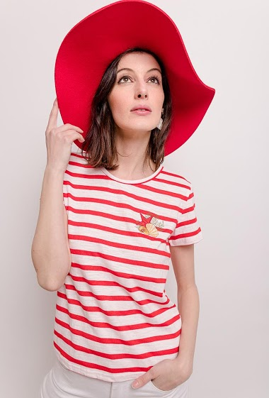 T-shirt with embroidery. The model measures 178cm and wears S. Length:59cm