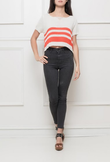 Short sleeves sweater with ripped V neck, bicolour stripes