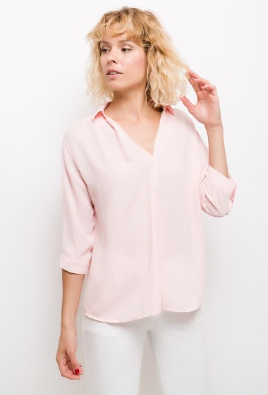 Blouse with short sleeves. The model measures 177cm and wears M. Length:55cm
