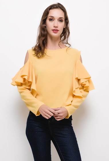 Off shoulder frill blouse with,The model measures 177cm and wears M. Length:50cm