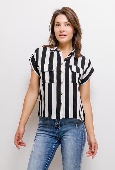 Chemise à manches longues, tissu fluide. La mannequin mesure 175cm et porte du M. Longueur:60cm