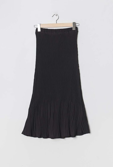 Midi skirt. The model measures 177cm and wears S