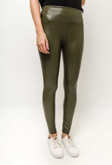 Elastic waist. The model measures 177cm and wears 10(UK)/38(FR)