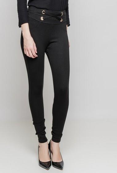 Leggings. The model measures 177 cm and wears 36/S