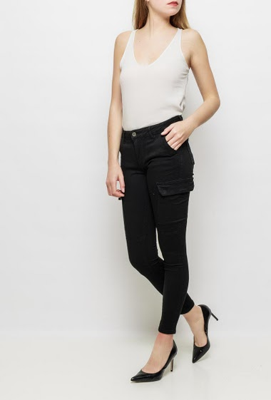 Pants with cargo pockets on the side, skinny fit