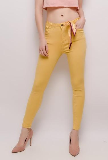 Pantalon taille haute, nœud imprimé amovible. La mannequin mesure 177cm et porte du M/38