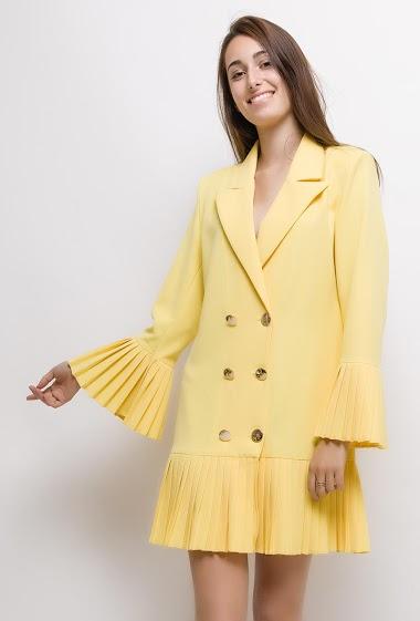 Robe avec bordure plissée. La mannequin mesure 178cm et porte du M. Longueur:90cm
