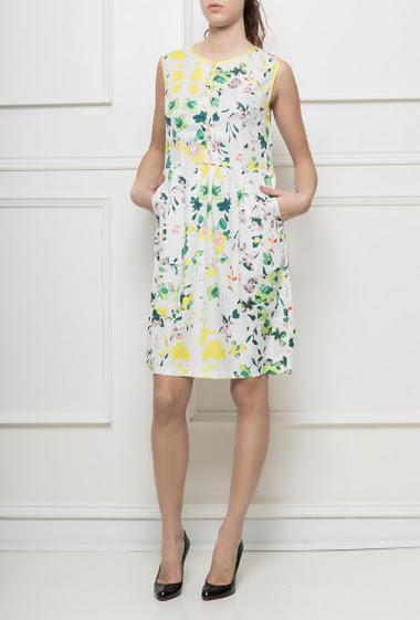 Sleeveless dress with flowers pattern, adjusted fit