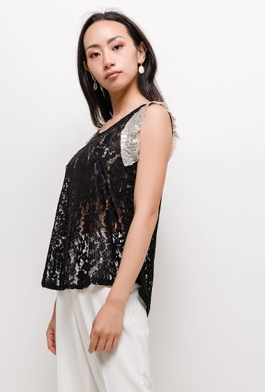 Blouse with sequins. The model measures 170cm, one size corresponds to 10/12(UK) 38/40(FR). Length:60cm