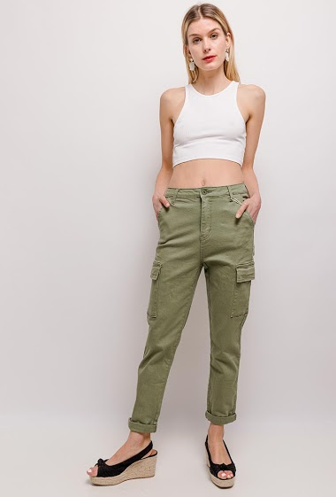 The model measures 170cm and wears 10(UK)/38(FR)