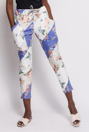 Pants with printed flowers