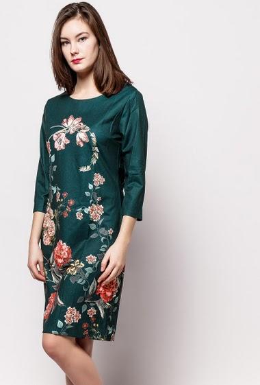 Robe fleurie, manches 3/4, dos zippé. La mannequin mesure 172cm et porte du M.