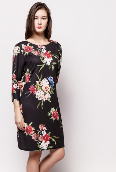 Robe fleurie à manches 3/4, dos zippé, tissu stretch. La mannequin mesure 172cm et porte du M.