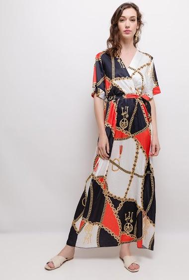 Robe cache-cœur, imprimé chaînes. La mannequin mesure 177cm, TU correspond à 38/40. Longueur:140cm