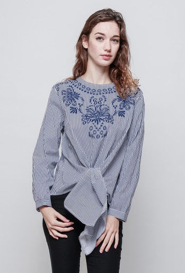 Blouse with stripes, embroideries, tie front. The model measures 177 cm and wears  M